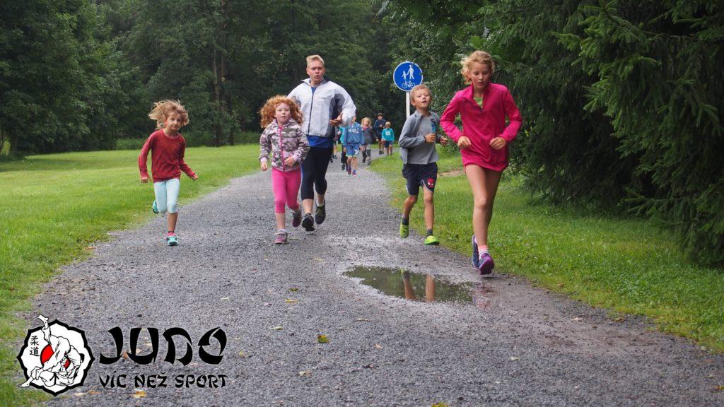 Judo víc než sport - tábor v Nižboru 2017 - První ranní běh