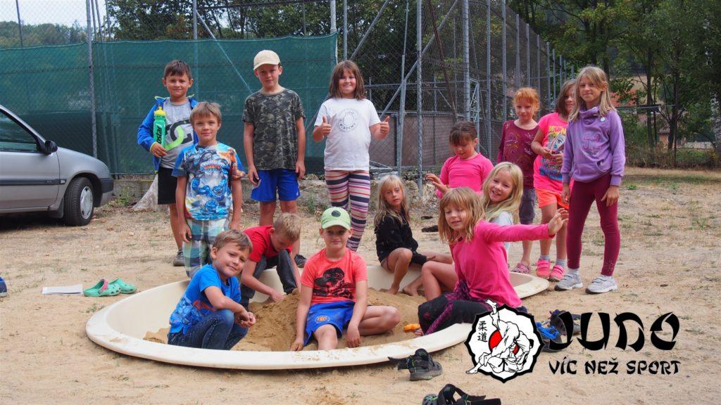 Soustředění 2018 - Menší děti na pískovišti