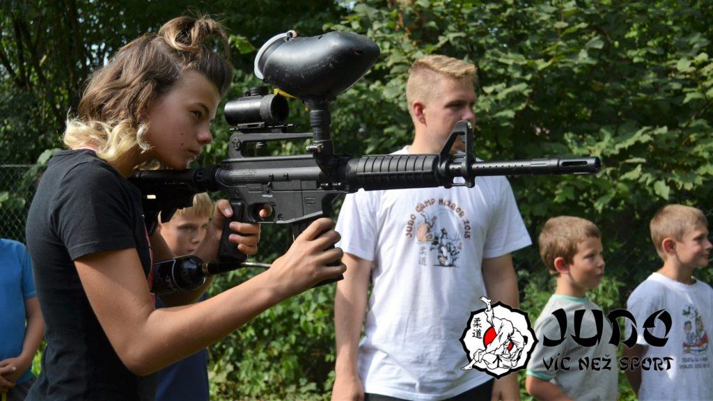 Judo víc než sport – tábor v Nižboru 2017 – Střelba z paintballové pušky